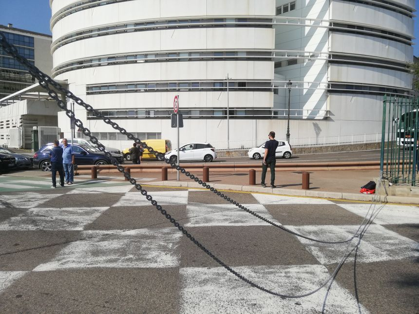 Patriotti a d'abord bloqué l'entrée du port de Bastia