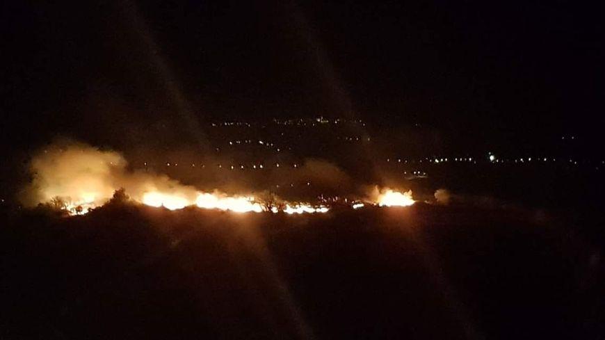 L'incendie s'est déclaré vers 11 heures ce lundi soir.