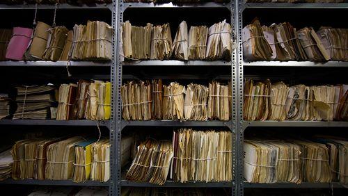 1989, la fin des certitudes (3/5) : Trente ans après, comment agissent encore les archives de la Stasi sur la société allemande ?