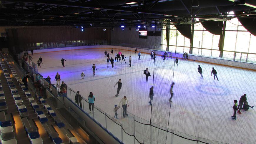 La patinoire a ouvert ses portes au public vendredi