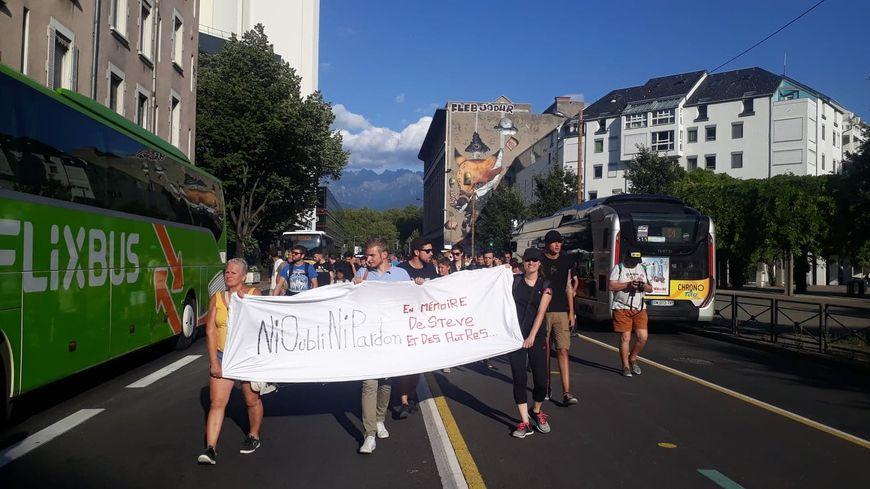Les participants ont défilé dans le centre-ville durant deux heures.