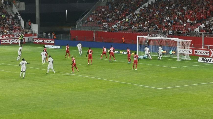 47e minute, et deuxième but bordelais. C'est Loris Benito Souto qui vient de mettre en défaut la défense dijonnaise.