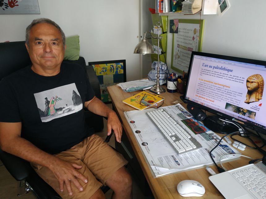 Pierre-Marc Planchais, préparant un cours d'histoire, Laval le 27 août 2019