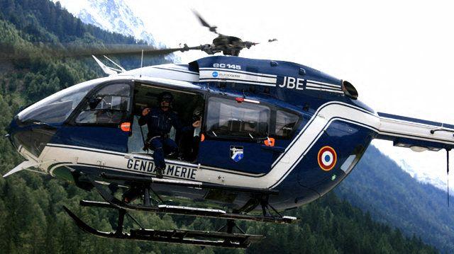 L'hélicoptère de la gendarmerie est intervenu pour hélitreuiller le jeune homme (image d'illustration).