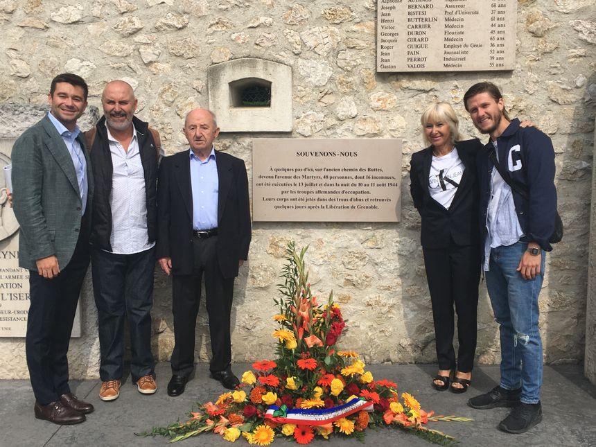 De gauche à droite : Romain, Jean-Marc et Stanislas, Ariane et Hugo, trois générations d'une famille de résistant.