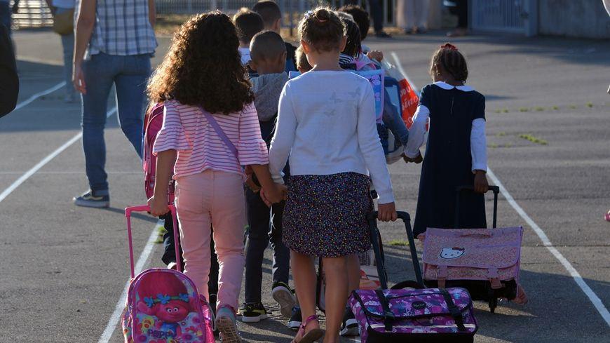 Des millions d'élèves reprennent le chemin de l'école ce lundi.