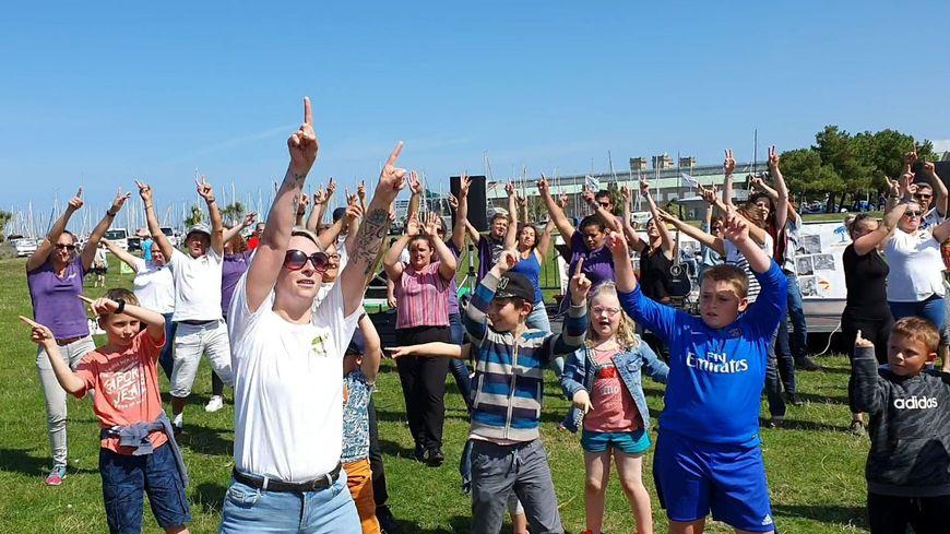 Chaque jeudi pendant l'été, un flashmob était organisé sur la plage verte à Cherbourg