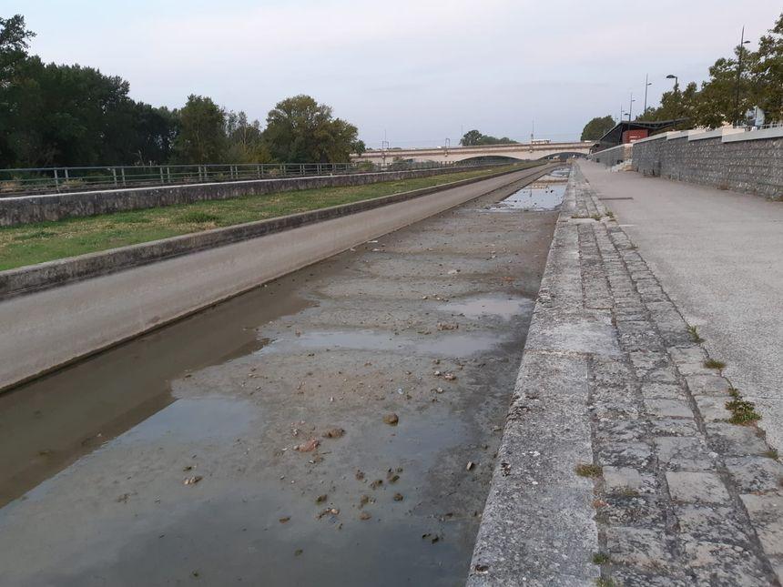Le canal d'Orléans, au niveau du quai du Roi, le 28 août 20149