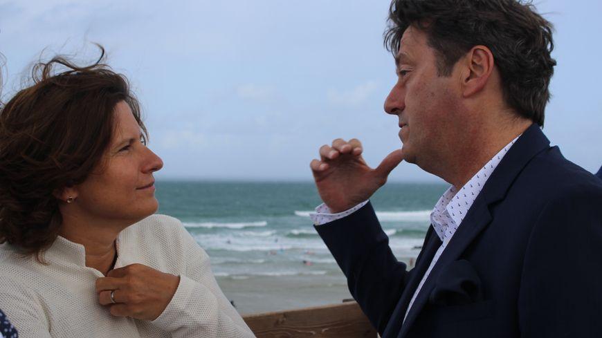 La ministre des Sports Roxana Maracineanu et le maire de Lacanau Laurent Peyrondet.