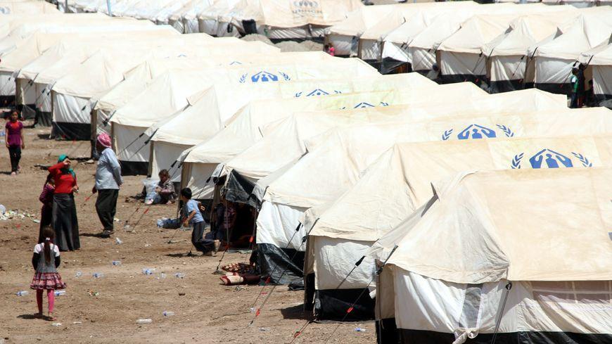 Des familles yézidies dans un camp de réfugiés à la frontière entre la Turquie et l'Irak, en août 2014.