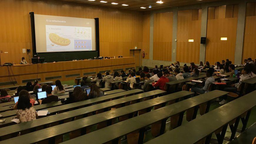 Selon la FEDER, les étudiants rouennais vont devoir débourser 2163,31 euros en septembre pour leur rentrée (illustration).