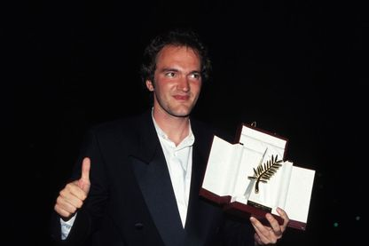 "Quentin Tarantino avec la Palme d'Or obtenue pour le film ""Pulp Fiction"" lors de la ceremonie de cloture du Festival du Film le 23 mai 1994 a Cannes, France."