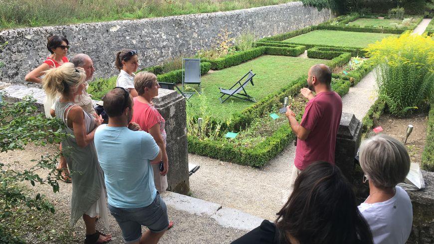 La visite du jury des villes et villages fleuris s'est achevée aux Charmettes