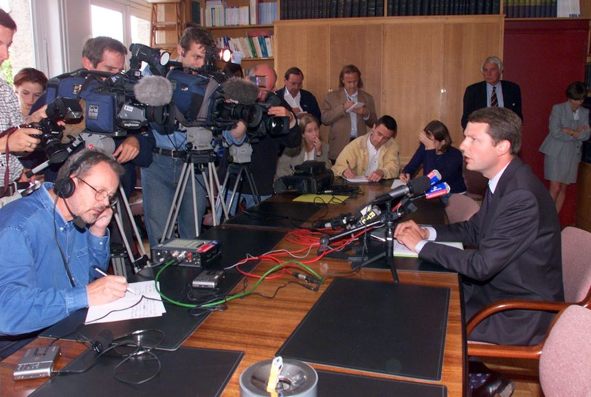 Rémy Heitz, procureur de Saint-Malo, annonce le 16 septembre 1999 que le sang retrouvé au domicile du docteur Yves Godard, ainsi que dans sa camionnette, était bien celui de son épouse Marie-France.