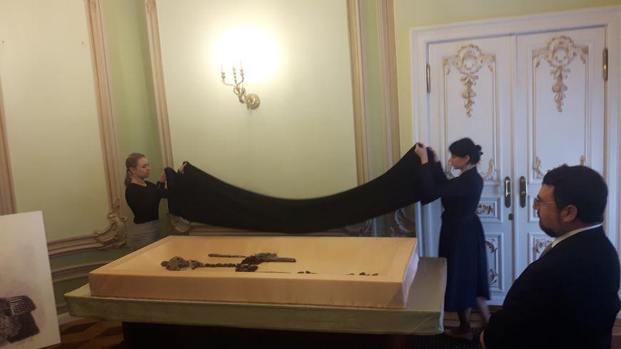 Présentation des ossements (probablement ceux du général Gudin), à Moscou, le 29 août 2019