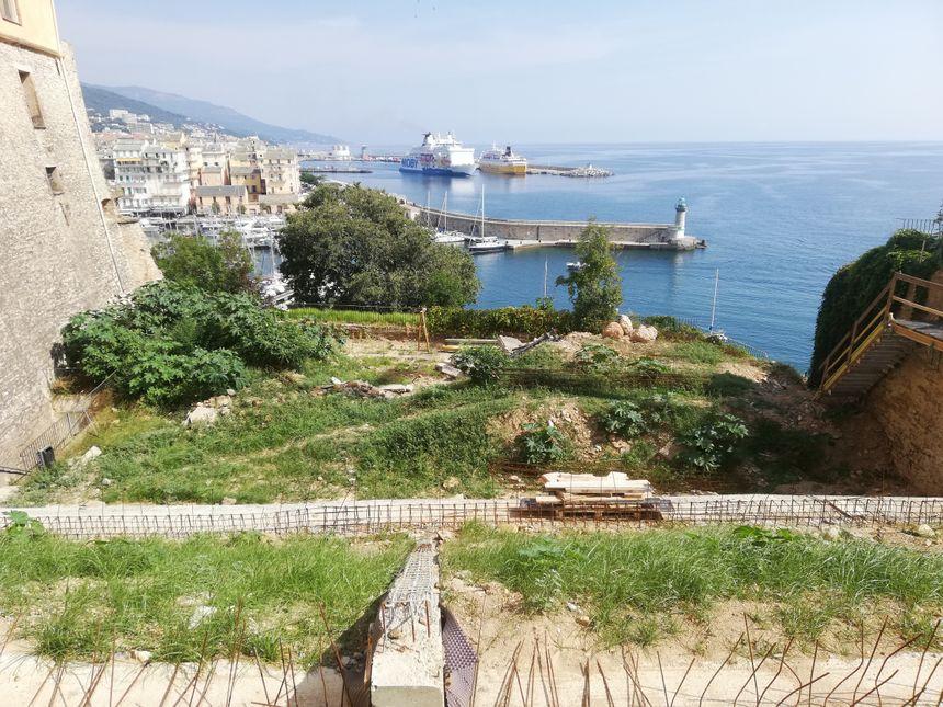 Le futur théâtre de verdure de la citadelle de Bastia, au pied du palais des gouverneurs