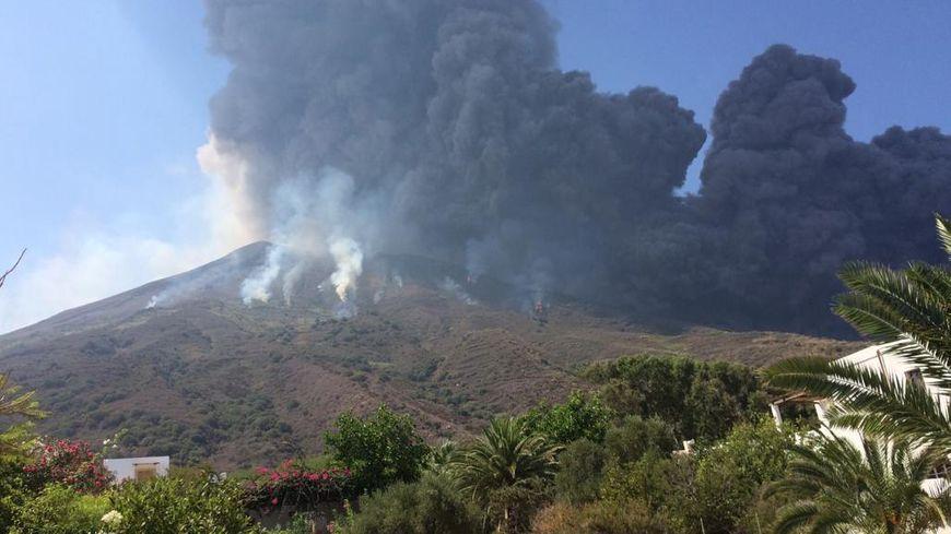 Éruption du Stromboli au large de la Sicile (Italie) le 28 août 2019