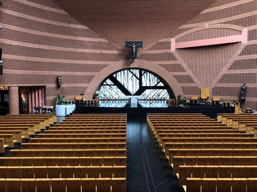L'intérieur de la Cathédrale de la Résurrection Saint-Corbinien