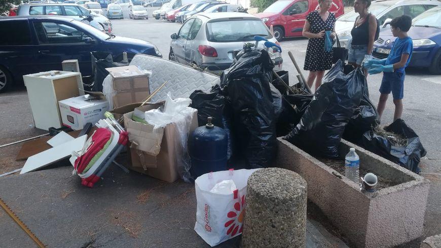 """Les jeunes se sont retrouvés place des Amaryllis aux Moulins pour le """"clean challenge"""" dimanche après-midi"""