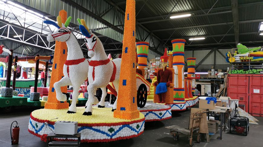 Le plus grand char du cortège 2019 fait 18 mètres de long : conçu par le comité des fêtes havrais, il rend hommage à l'Égypte antique.