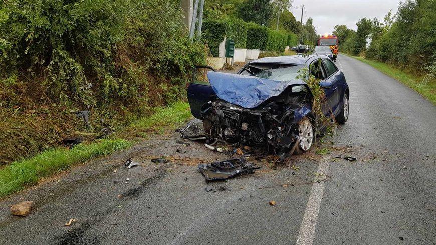 Deux Sevres Grave Accident De Voiture A Saint Gelais Route De Niort