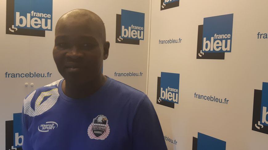 """Cheikh Seck, l'entraîneur du Palente Besançon Handball (promu en D2 Féminine 2019-2020), était l'invité de """"100% club"""" sur France Bleu Besançon le 26 août 2019"""