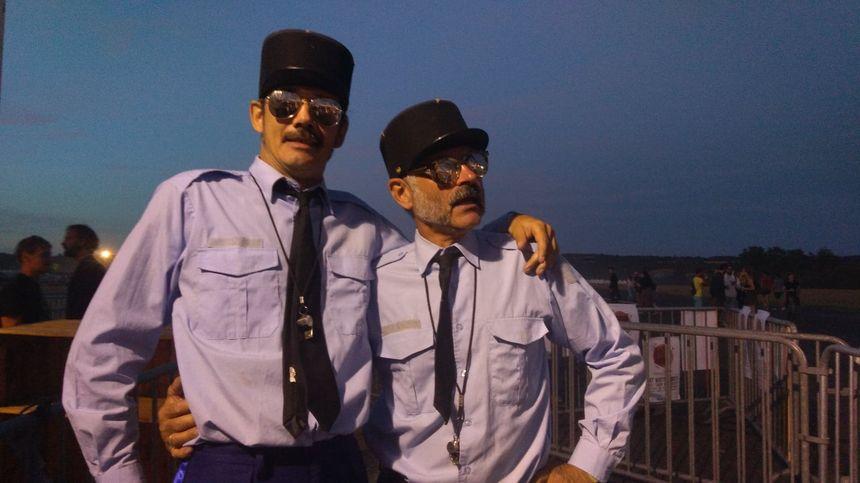 Dago et Cyril, mimes, jouent les garde-champêtres sur le festival Check-in Party