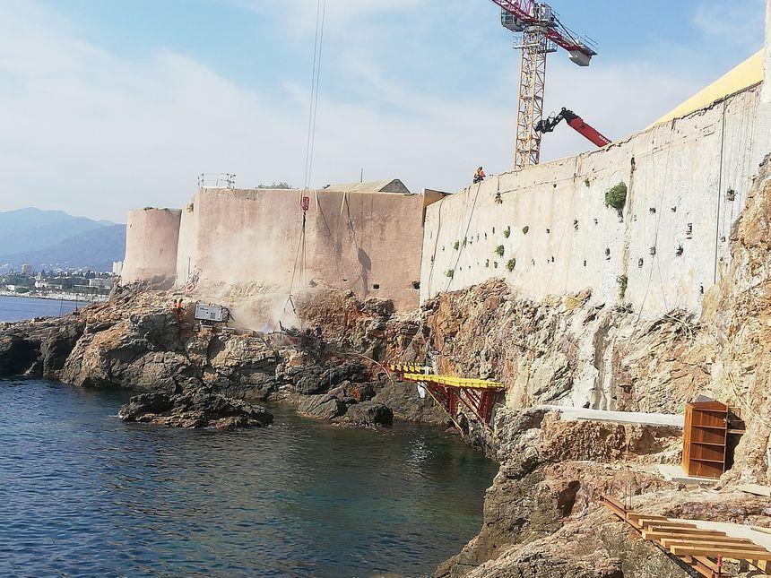 Cette partie de l'Aldilonda sera suspendue au dessus des flots