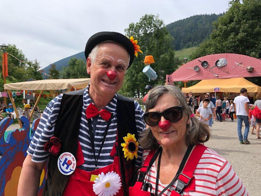 """Les clowns hospitaliers de Haute-Savoie (association """"Semeurs de joie"""") sont présents Au Bonheur des Mômes."""