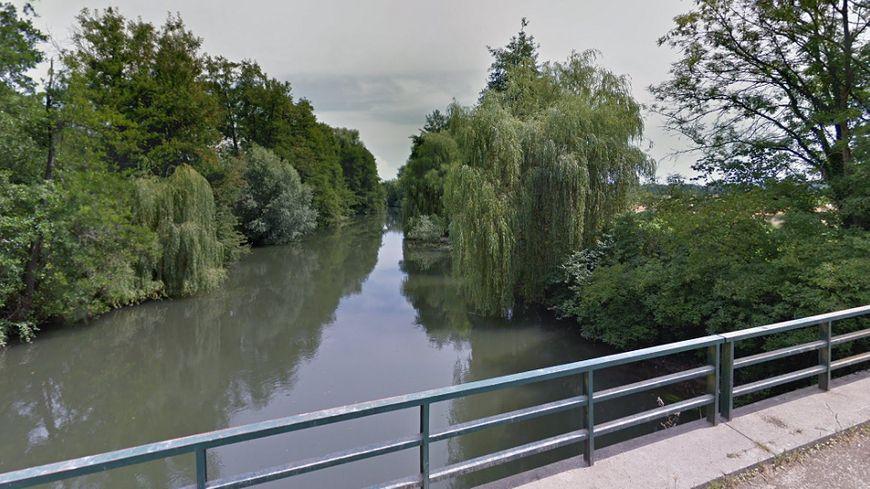 L'Ill sur la commune d'Hipsheim (Bas-Rhin)