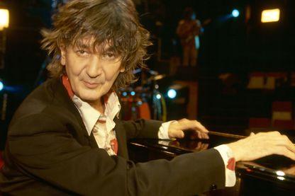 Le chanteur Jacques Higelin  à Paris sur la scène du Cirque d'Hiver en 1995