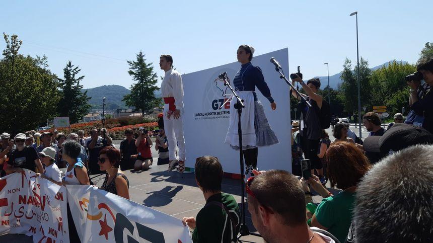 Auresku en l'honneur des manifestants anti G7