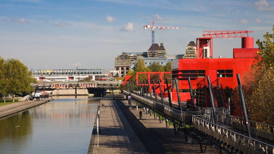 Le canal de L'Ourq traverse le Parc de La Villette