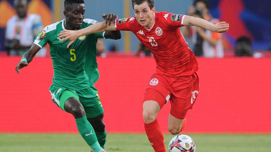 Ayman Ben Mohamed, ici sous le maillot tunisien face au Sénégalais Idrissa Gueye pendant la dernière CAN.