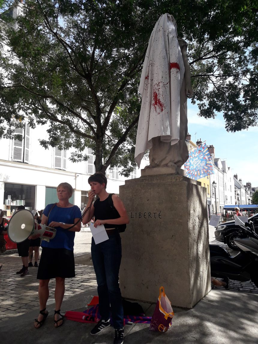 Louna Ligière, l'une des organisatrices du rassemblement l'affirme : les féminicides sont un véritable fait de société