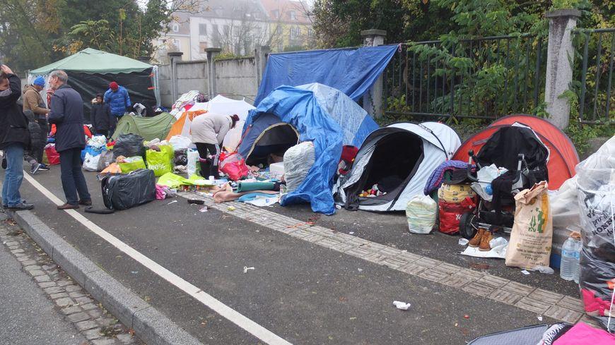 Le campement est régulièrement évacué (ici en novembre 2017)