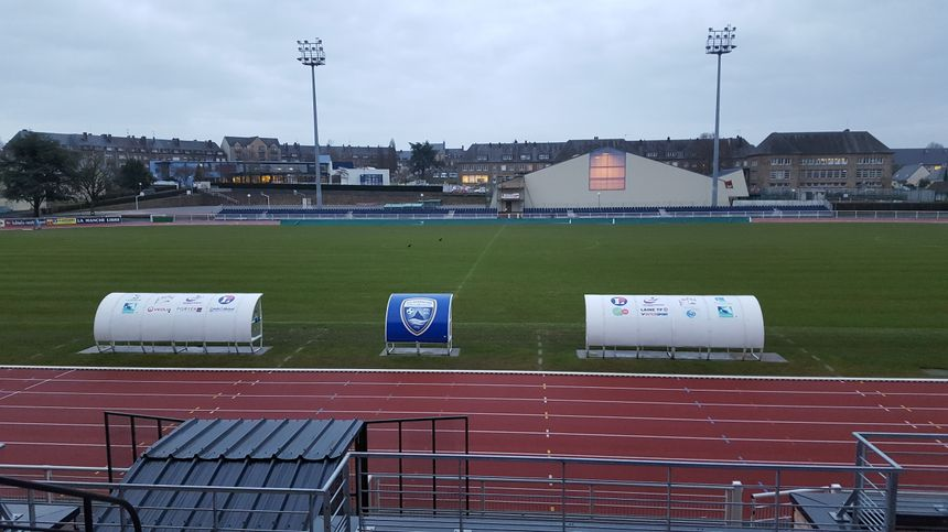 La pelouse du stade Fenouillère souvent impraticable ces dernières années vient d'être changée. - Radio France