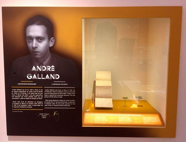 la vitrine consacrée à André Galland