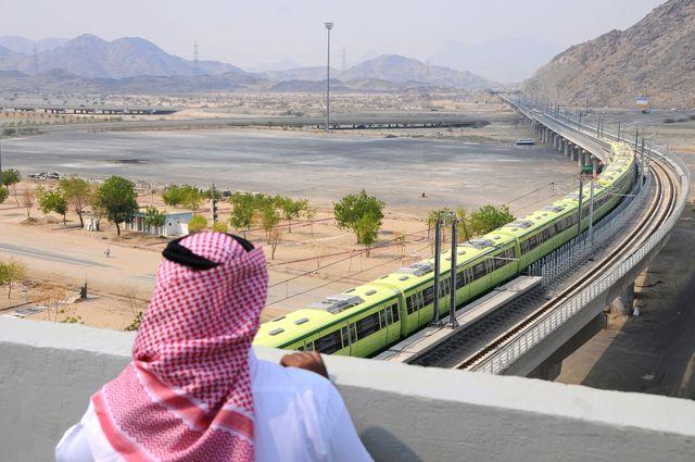 Le métro aérien qui dessert les différentes stations du pèlerinage de la Mecque.