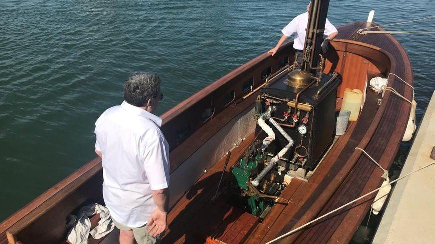 Ces passionnés ont mis près de neuf ans à construire ce bateau à vapeur