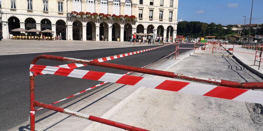 Devant la mairie de Bayonne