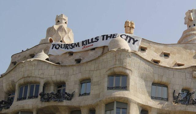 """""""Le tourisme tue la ville"""", dénonce Arran."""