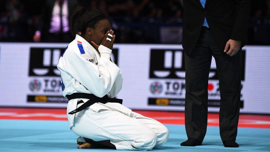 Madeleine Malonga remporte son premier titre de championne du monde.