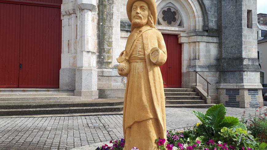 La statue de Saint-Jacques de Compostelle sans ses deux mains
