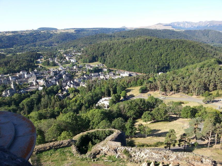 Vue du haut du château de Murol dans le Puy de Dôme