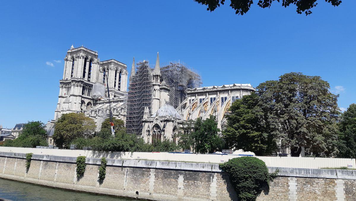 Plomb à Notre-Dame de Paris : la CGT et des associations demandent le confinement du site