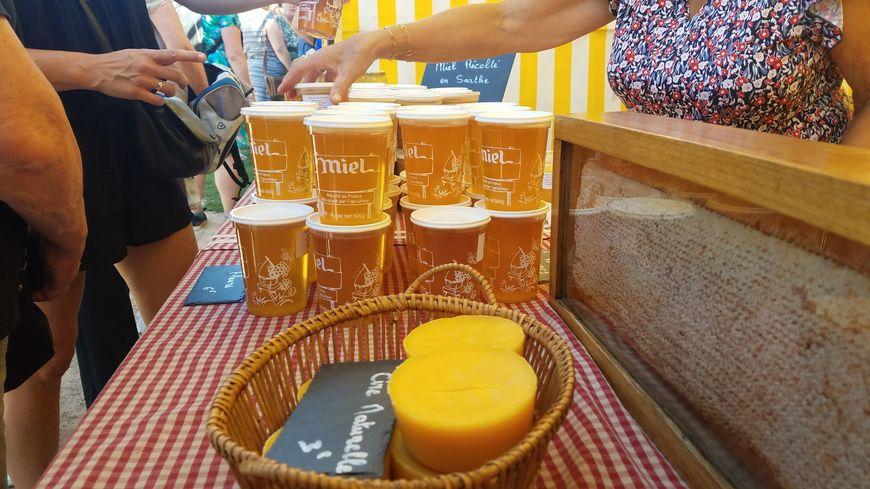 Sur les stands de la Fête du miel et des confitures, au Mans, il y avait moins de pots de miel que d'habitude.
