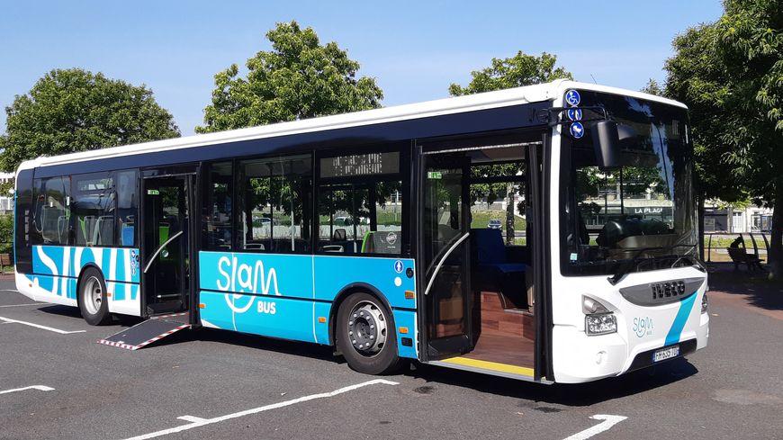 Quinze bus aux nouvelles couleurs de SLAM circulent dans l'agglomération saint-loise