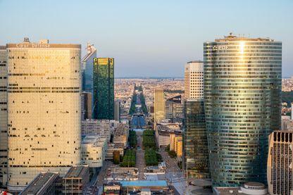 Vue générale de La Défense depuis le rooftoop de la Grande Arche : le toit de Paris.