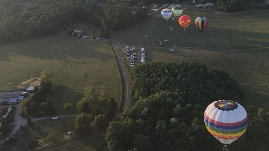 Les montgolfières montent jusqu'à 2000 mètres dans les airs